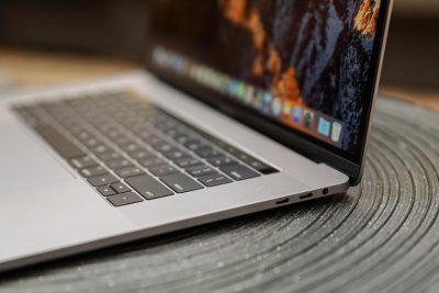 Apple с обновлением macOS Catalina 10.15.5 добавит в MacBook интеллектуальное управление зарядом батареи