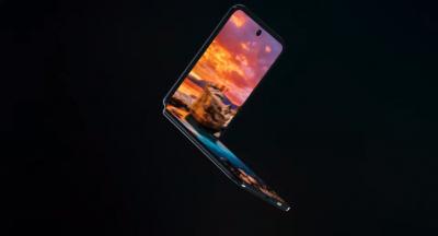Samsung показала на CES складной смартфон в форме пудреницы и ноутбук с раздвижным дисплеем. Но это тайна.